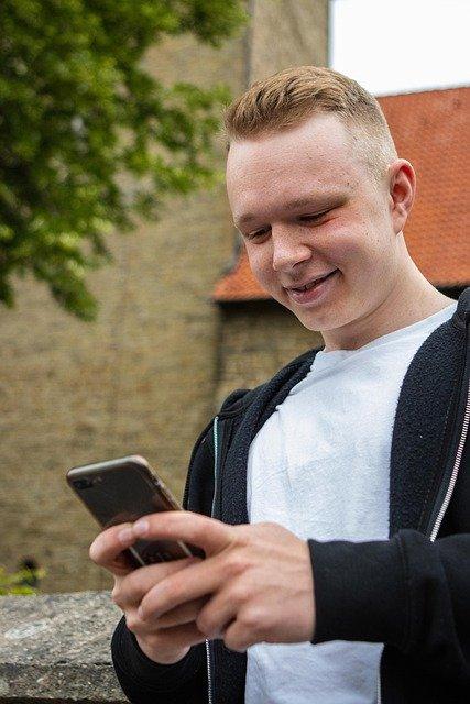 Mobile Phone Smartphone Man Iphone  - mediendienst / Pixabay